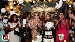 Taglio della torta al compleanno di Greice Cantarelli 2020