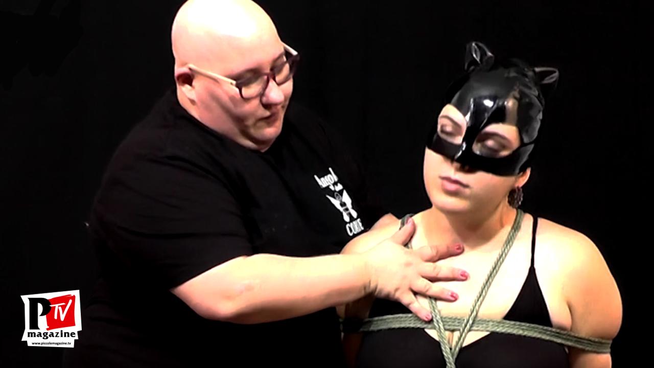 La mistress Yleana La Micia esegue un BOX TIE